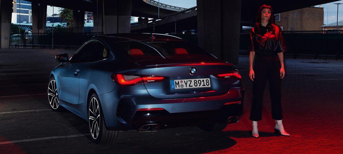 BMW 4er Coupé G22 2020 Arctic Race Blue metallic Heckansicht Rückleuchten